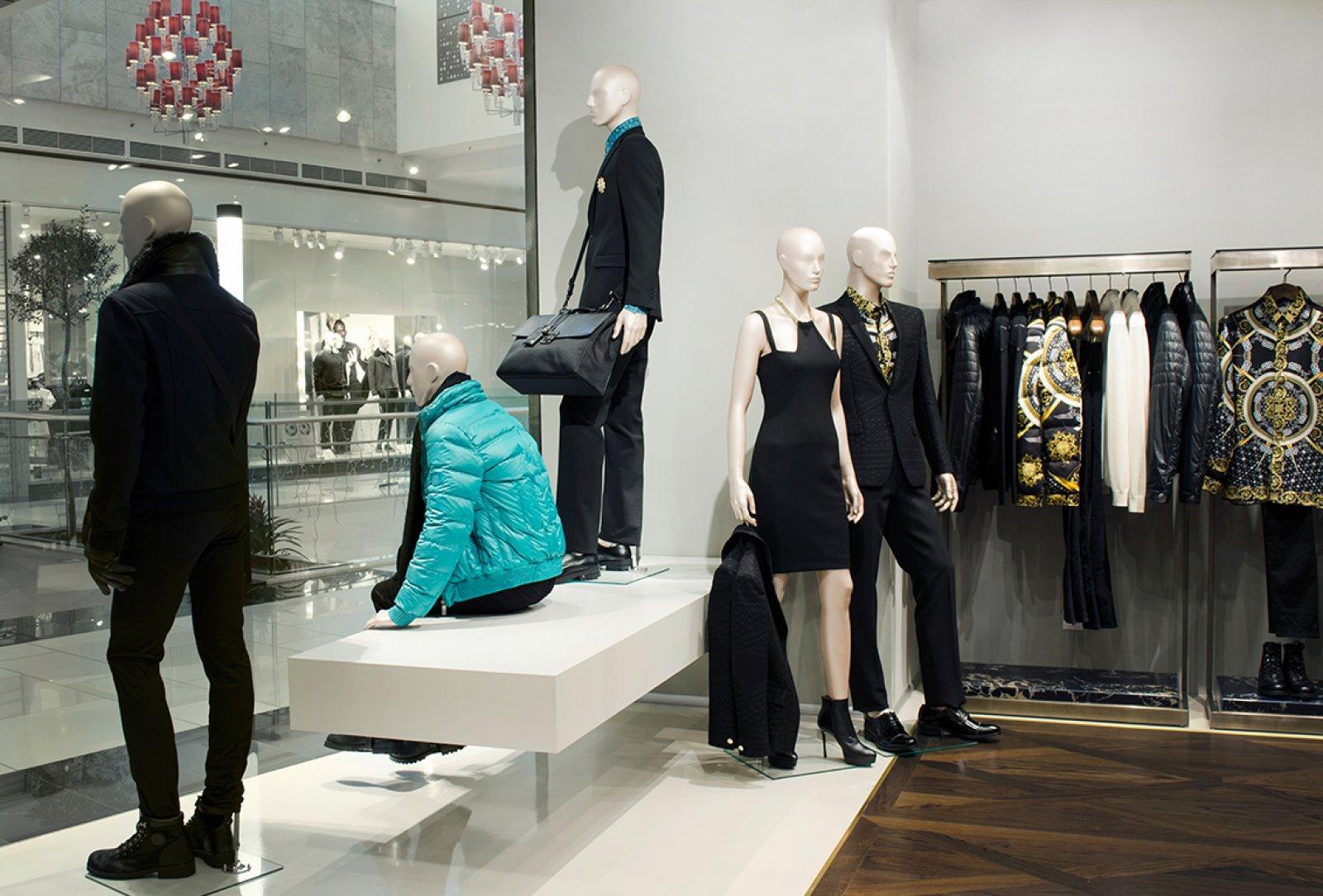 Versace main